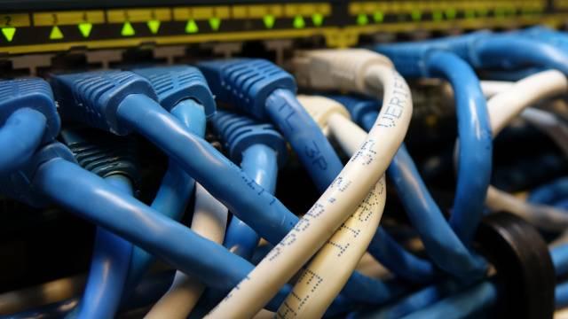 En hybrid WDM løsning som mangedobler fiberkapaciteten på DeiC forskningsnet.